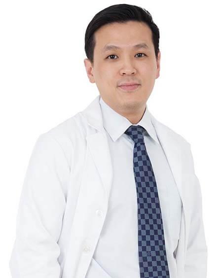 อ.นพ. พีรศักดิ์ ฉอตระการกิจ ศัลยแพทย์ตกแต่งของไทย